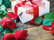 Valentine's Day 2021 : সঙ্গীকে কী উপহার দেবেন ভাবছেন? রইল দুর্দান্ত কিছু গিফ্ট আইডিয়া
