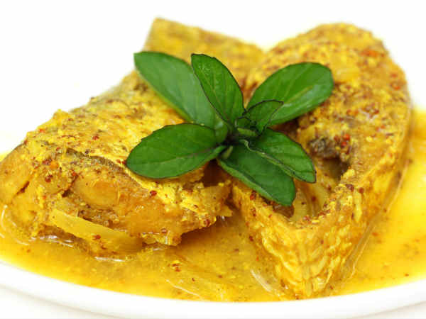 Bengali Style Hilsa Fish In Poppy Seeds Yogurt Curry Recipe