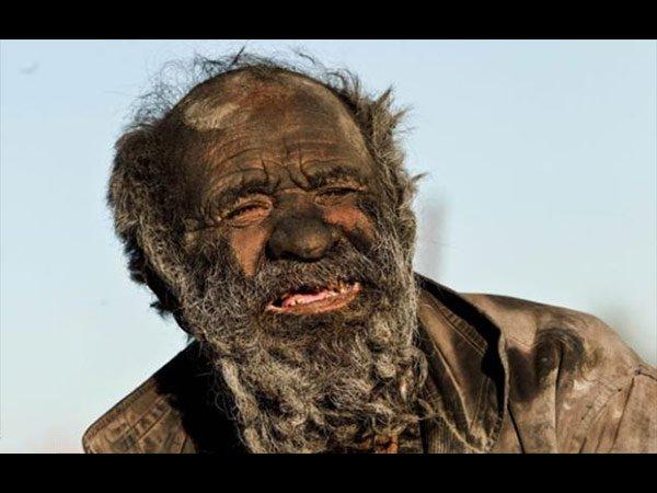 ৬০ বছর গায়ে জলের ছোঁয়া লাগায়নি মানুষটা!