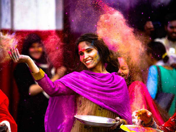 Play With Your Lucky Colour On This Holi As Per Your Zodiac Sign