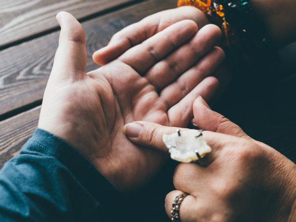 হাতের তালুর মাপ দেখেও যে ভবিষ্যত সম্পর্কে অনেক কিছু বলে দেওয়া সম্ভব সে সম্পর্কে জানা আছে কি?
