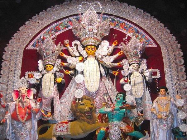 শিউলি, কাশ, শরতের মিলনে মর্ত্যে আগমন মৃন্ময়ীর