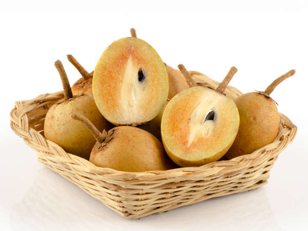 Benefits Of Chikoo Or Sapota For Skin And Hair In Bengali