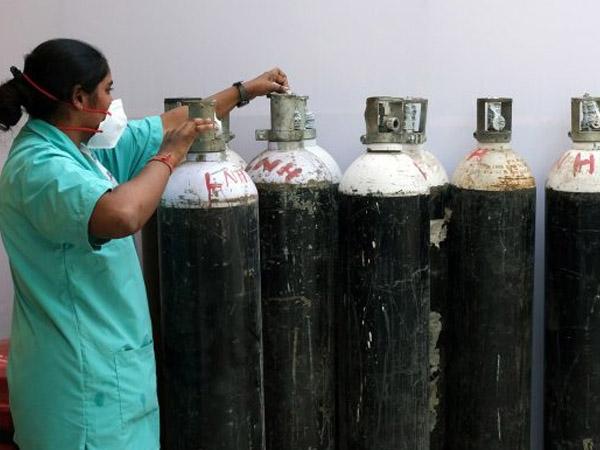 করোনা ভাইরাস : কখন অক্সিজেন সিলিন্ডারের প্রয়োজন পড়ে? জেনে নিন বিস্তারিত