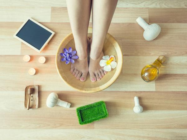 Benefits Of Soaking Your Feet In Vinegar Water