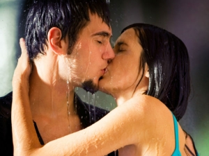 Few Kissing Facts To Share On International Kissing 2015 Day