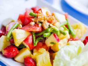 Tangy Shrimp And Fruit Salad