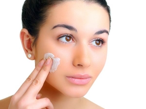 Ten Homemade Night Creams For Skin Whitening