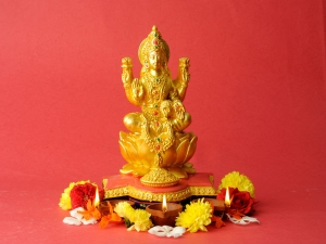 Check Out The Benefits Of Chanting Lakshmi Maha Mantra On Fridays