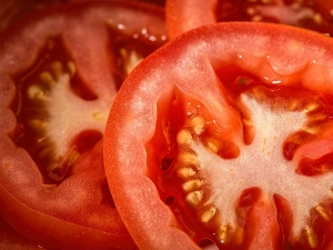 Why You Must Eat Tomato In Winter Season