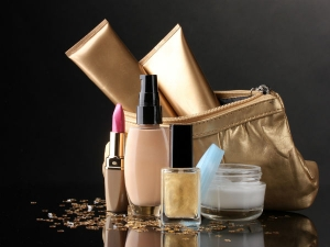 Beauty Products That Should Be In Your Handbag