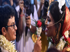 Transgender Couple Tie The Knot In West Bengals First Rainbow Wedding