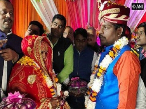 Varanasi Couple Exchanges Garlands Made Of Onions And Garlic