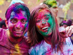 Pre And Post Holi Tips For Skin