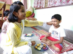 Why Sisters Put Bhai Phota On Brother S Forehead With Left Hands Small Finger