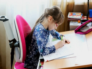 Tips To Prevent Your Child S Back And Neck Pain During Online Classes