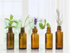 Best Essential Oils To Treat Dry Skin In Winter