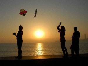 Makar Sankranti 2021 Donate These Things According To Your Zodiac Sgns
