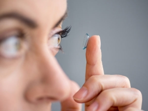 Eye Make Up Tips For Contact Lens Wearers