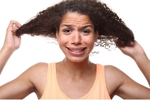 Natural Ways To Manage Oily Hair This Summer