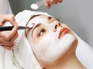 Home Remedies To Avoid Irritation And Itching After Bleach On Face In Bengali