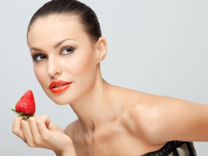Strawberry Face Packs For Glowing Skin In Bengali